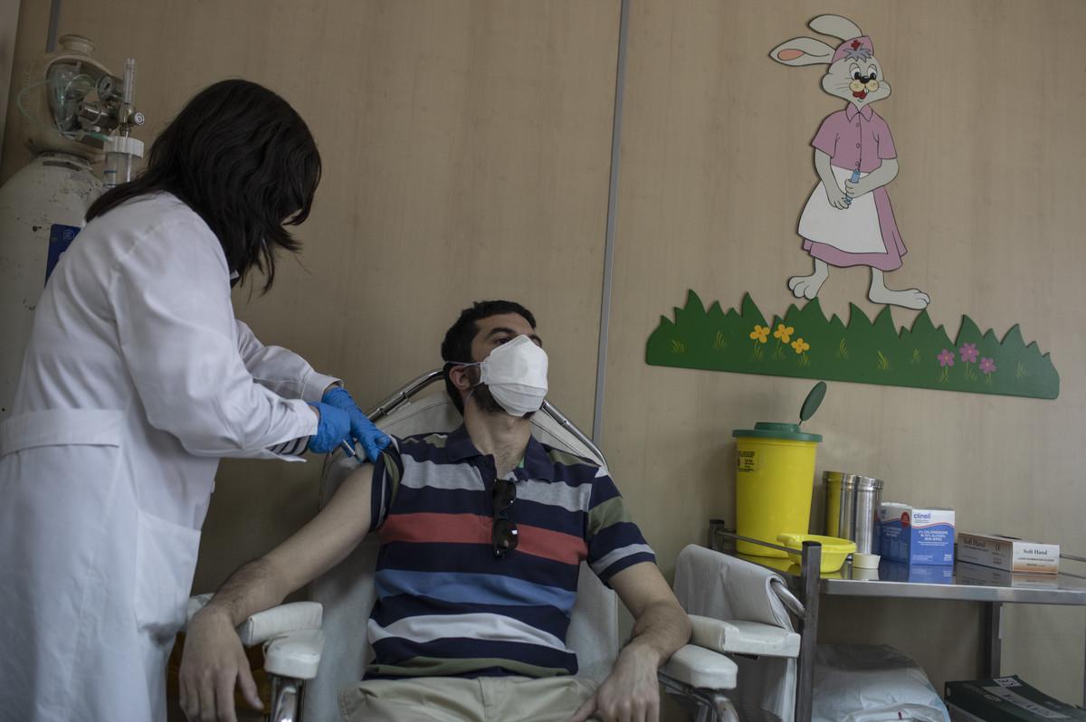Započelo uvođenje jednodozne Džonson i Džonson vakcine: Cilj Grčke je da se SVI odrasli …